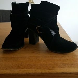 Black Zara heeled ankle boots